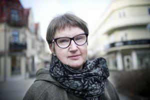 Docenten och statsvetaren Gun Hedlund menar att tjänstemannastyret i landstinget har gått för långt. Med rötter i Bollnäs följer hon landstingsdebatten i Gävleborg och ger nu sin analys av landstingsledningen.