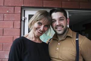 Helena Ehrstrand som grundat Viksjöforsbaletten har haft 15-tal dansare hemma i Styggbo senaste veckan. En av dem är Natan Duszny som vanligtvis dansar i New York.