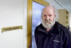 """FLER SÖKER HJÄLP. Det kan ta 3-4 månader att få hjälp hos Familjeslanten. """"Tyvärr är det så, men vi har inte resurser till mer än en rådgivare"""", säger Börje Larsson, föreningens ordförande."""