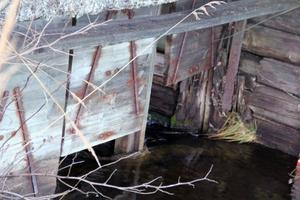 Dammluckorna hänger på trekvart och kan inte längre bidra till reglering av Östra Geasjön.