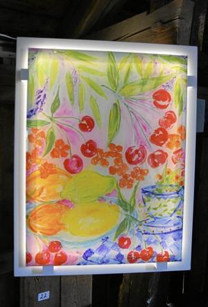 Sommarlängtan heter detta motiv som är tryckt på processat glas och belyst bakifrån.