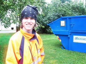 Christopher Tåqvist plockar skärp på yranområdet.