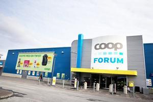 Färre heltidstjänster. Nu genomför Coop den aviserade förändringen på Coop Forum i Marieberg. Facket är motståndare till det nya schemat.