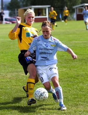 Bolltalang. Julia Bhy var klart bäst i Ornäs i går. Och klubben riskerar inte att tappa jättetalangen. Åtminstone inte under säsongen. Foto:Johan Larsson