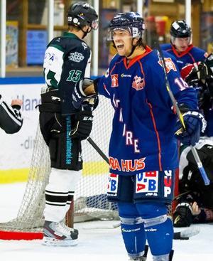 Robin Bredin hade spelat hockey i 19 år när han blev tvungen att lägga skridskorna på hyllan.