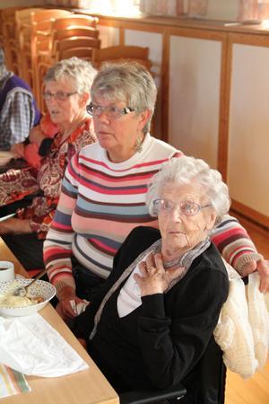 Äldste deltagare var Carin Hedman, 102 år. Brorsdottern Ing-Marie Norell höll henne sällskap.