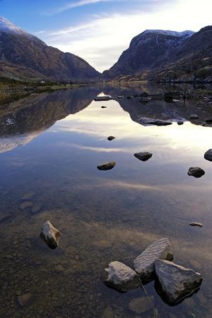 Gap of Dunloe speglas i Auger Lake.