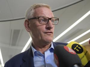 Carl Bildt (M).