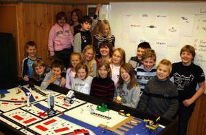 Eleverna i årskurs fyra i den blå flygeln på Björkbackaskolan i Ånge hoppas att deras projekt om hur det går att spara kommer att vinna.