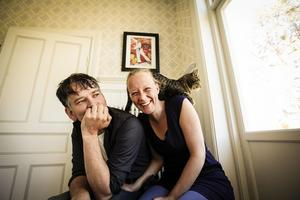 Ruben Heijloo och Hilde Talstra trivs i Revsund. Här med katten Tineke.