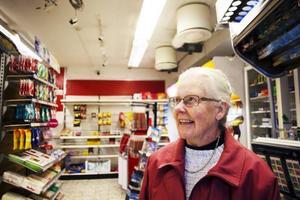 Ylva Jälkentalo bor i Laxsjö, men handlar ibland i Föllinge. Hon tycker att byn behöver en livsmedelsbutik.