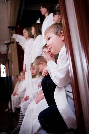 Det gällde för eleverna på Fjällsta skolan att komma ihåg alla sånger under musikalen Gryningsljus.