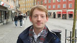 Nick Thudin, 26, jobbar på Max, Karlhov: –Jag är inte mycket för att fira. Om man ska fira beror på avsikten till varför man firar, om det är för att fira för Sveriges skull så ja, är det för att dricka mycket så duger vilken lördag som helst.