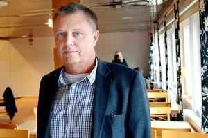 – Vi arbetar kontinuerligt med att förbättra och utveckla verksamheten i SSIH (Specialiserad sjukvård i hemmet), men vi kan inte vrida klockan tillbaka till hur det var i februari när hemsjukvården gick över till kommunerna, säger Anders Nelvig, vårdområdesdirektör medicin.