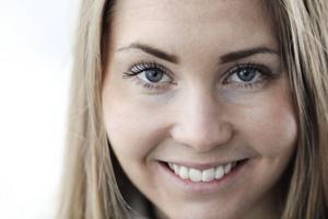 Elitskidåkaren Hedda Bångman från Offerdal fick förra hösten träningsförbud då hon hade för låga fettprocenter. I dag har Hedda inget förbud, men hon måste hela tiden tänka på att äta mycket för att få i sig all energi hon behöver när hon tränar så mycket.