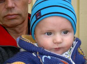 Vårt första barnbarn Vilgot, snart 6 månader. Lite fundersam i blicken.Vär rustad inför sin första höst i livet.