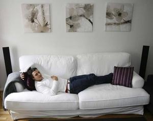 Soffan är så skön att han brukar somna där.
