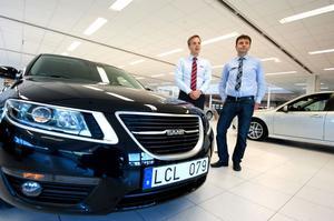 Än finns det kvar några nytillverkade Saabbilar Tobias Lundberg och Johan Norin hos Carlia bil.