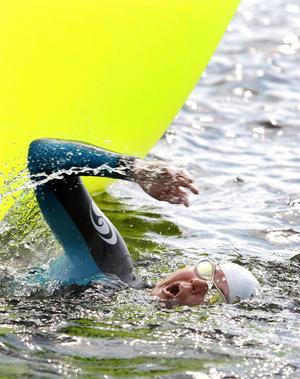 Arrangörerna råder de tävlande att ha våtdräkt på sig. Dels för flythjälpens skull och dels för temperaturen.