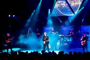 Totalshow och miniopera. P-Floyd gästade Västerås Konserthus i lördags och skapade Pink Floyds klassiker i ett nytt, eget format av ljud, ljus, bilder och musik. Foto: Anders Forngren