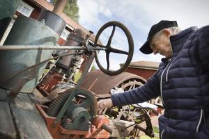 Karl-Johan Olsson  tror att traktorn som han far, Jonas Olsson i Utnäs, tillverkande går att starta efter lite service.