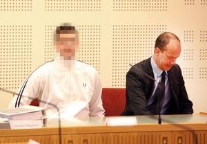 Under mordrättegångens andra dag bad den huvudmisstänkte 20-åringen Hoforslärarens barn om ursäkt.