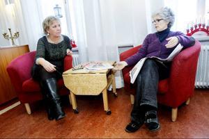 Fritidspedagogen Irene Lidgren och läraren Katarina Skyttberg tycker att skolarbetet flutit på de senaste dagarna trots parasitlarmet.