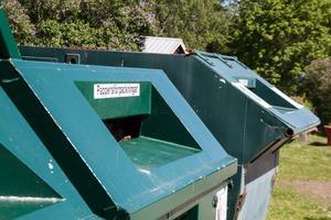 Återvinningsstationen får, enligt tillståndet, bara stå kvar på platsen till den sista juni.