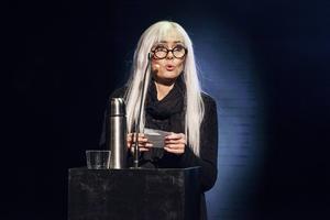 Anna Carlsson som Ulla Skoog.