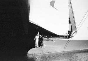 Gotlandsbåten Graips bogramp och visir undersöks efter Estoniakatastrofen.