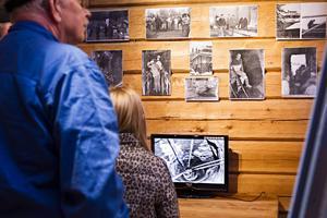 Arbetet med att rensa gruvan på skräp och vatten för 25 år sedan fångades på både film och fotografier.
