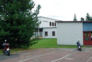 Nyanlända skidgymnasieelever vid S:t Mikaelsskolan i Mora har fått utstå kränkande behandling från andra elever. Det var vid en invigningssritual, eller