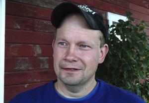 Satsar. Greger Sares har tillsammans med sin bror Christer tagit över familjens potatisodlingar i Södersätra, Stora Skedvi. Foto:Berndt Norberg
