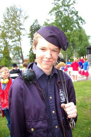 Ted Emilssons pappa är sotare. Därför valde han att klä ut sig till sotare under karne-valen.