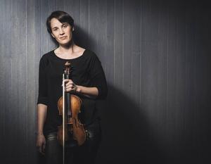 Åsa Wirdefeldt vårlyste upp, som extra framstående musiker i Gävle symfoniorkester.