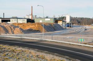 Kommunen sitter även i fortsättning kvar med det leasingavtal på 122 miljoner kronor som de har för anläggningar på Rindi, men enligt kommunledningen ska riskerna mildrats något efter att ett nytt avtal tecknats.