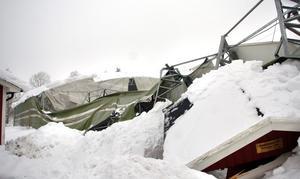 Stora delar av taket på Bernehov har rasat.