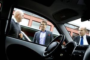 DAGS ATT KÖRA. En tio minuters färd i elbil hann Göran Hägglund med under Gävlebesöket.