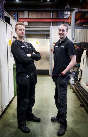 Kompisarna och kollegorna Oscar Lundin och Max Karlsson har peppat varandra i viktresan. Tillsammans har de gått ner cirka 80 kilo på två år.