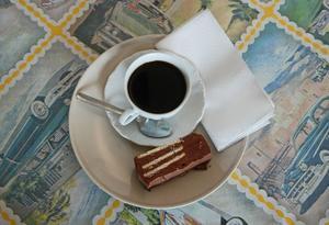 En radiokaka till kaffet väcker minnen från det ljuva 50-talet till liv.