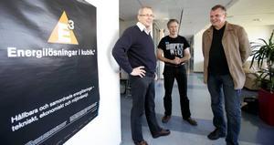 BEHÖVER FOLK. På FVB:s Gävlekontor träffas Ola Nordgren, en av gruppcheferna vid företagets huvudkontor, Håkan Walletun, kontorschef i Nyköping och Gävlechefen Stefan Jonsson. De söker nu fler medarbetare.