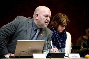 Jan Filipsson (S) och tekniska nämnden vill se ett beslut om projektet kring avloppsreningsverken i kommunens östra delar redan innan sommaren.