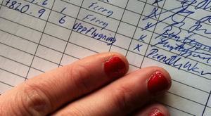 UNDERSKRIFT. 9 november genomförde Pernilla sin uppflygning som står dokumenterad i loggboken på Gestrike flygklubb.
