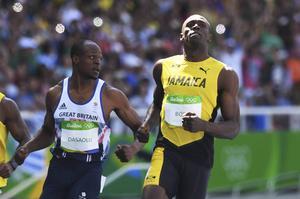 Regerande OS-mästaren Usain Bolt var fjärde snabbast i försöken på 100 meter och är vidare till semifinal.