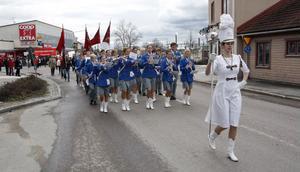 Som tidigare år var det Bollnäs blåsorkester som ledde tåget genom köpingen.