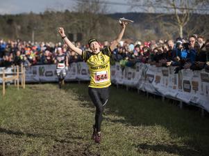 Tove Alexandersson på upploppet i Tiomila i lördags. En historisk seger för Borlängelöparen som inför tävlingen hade vunnit allt som går att vinna som orienterare, utom just den klassiska stafetten.