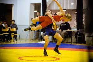 Brottningslandskamp Sverige-USA i Brännaborg innehöll bara tre amerikanska segrar. En av dessa stod Tracy Rice för i 60-kilosmötet med Kävlinges Simon Andersson.