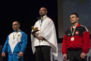 Daiki Kodama tilldelades en guldmedalj och en gulddrake för sin seger.