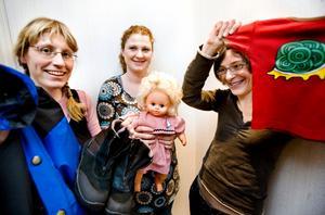 Sonens vinterkläder, skrållan-dockan och favorit t-shirten - allt är fynd från bytardagarna som Hanna Green, Simona Gustafsson och Kasia Jezierska är engagerade i.