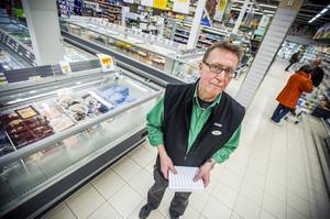 Kjell Nyberg har numera väktare i sin butik för att stävja buset.